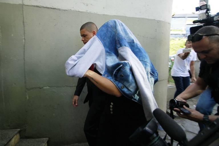 Mulher de Ronnie Lessa é presa pela PF por tráfico internacional de armas