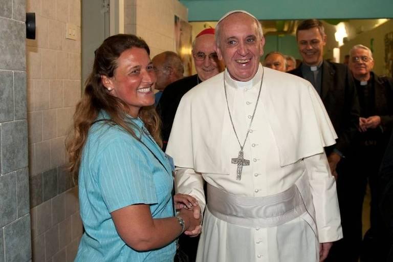A freira argentina Mariana Szájbély, 49, que trabalha em uma ocupação em São Leopoldo (RS) e já conviveu com o papa Francisco