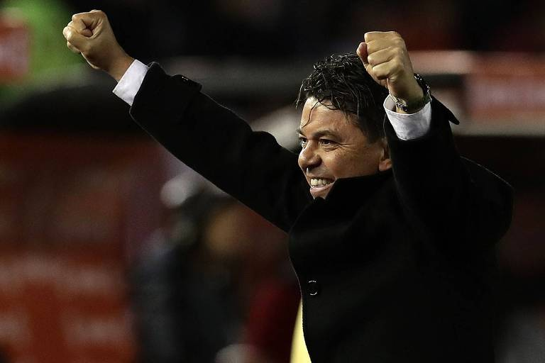 Marcelo Gallardo comemora a vitória do seu River Plate sobre o Boca Juniors no jogo de ida das semifinais da Libertadores deste ano, no Monumental de Núñez