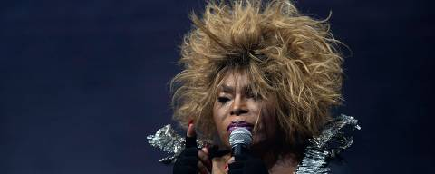 Brazilian singer Elza Soares performs during her concert of the Rock in Rio festival at the Olympic Park, Rio de Janeiro, Brazil, on September 29, 2019. - The week-long Rock in Rio festival started September 27, with international stars as headliners, over 700,000 spectators and social actions including the preservation of the Amazon. (Photo by Mauro Pimentel / AFP)