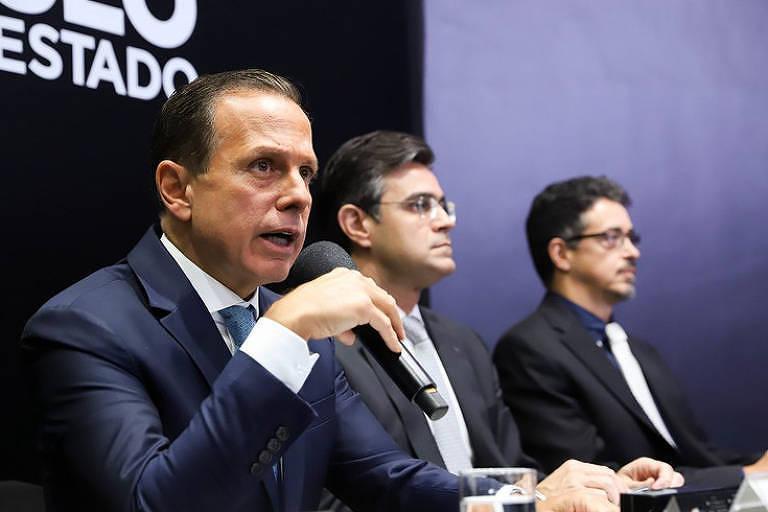 O governador de São Paulo, João Doria (PSDB), em evento; ao fundo, o secretário da Cultura e da Economia Criativa Sérgio Sá Leitão