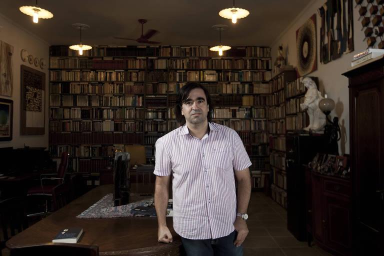 """O escritor Antonio Geraldo Figueiredo Ferreira, autor de """"As Visitas que Hoje Estamos"""", em Arceburgo, cidade de 8.000 habitantes no sul de Minas Gerais"""