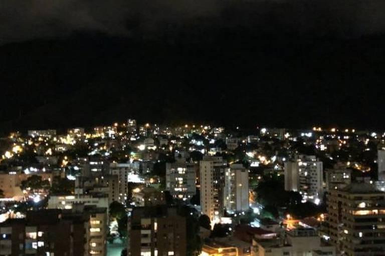 Na tentativa de evitar invasões, alguns proprietários pedem que os vizinhos acendam à noite as luzes do imóvel (Norberto Paredes/Divulgação)