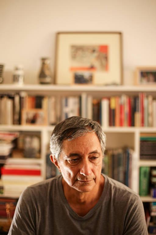 Paulo César de Souza, jornalista e tradutor da obra completa de Freud e Nietzsche para o Brasil, em sua casa, em Salvador