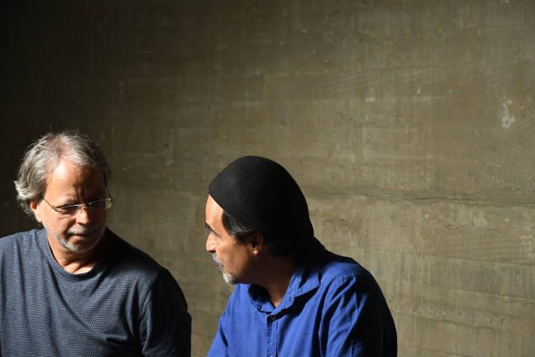Mia Couto (esq.) e José Eduardo Agualusa viajaram a São Paulo para participar de um evento no Instituto Tomie Ohtake sobre o livro 'O Terrorista Elegante e Outras Histórias'