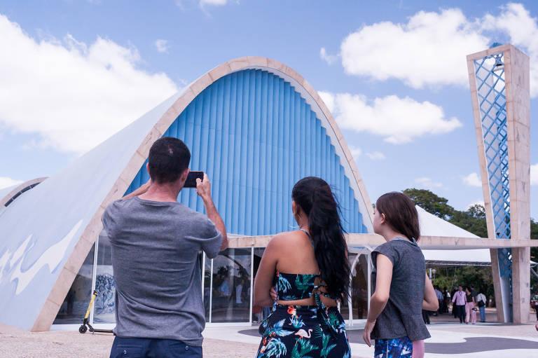 Igrejinha da Pampulha, em Belo Horizonte, foi reaberta ao público depois de ficar dois anos fechada. O prédio, ícone do modernismo, projetado por Oscar Niemeyer, abriga obras importantes de Cândido Portinari