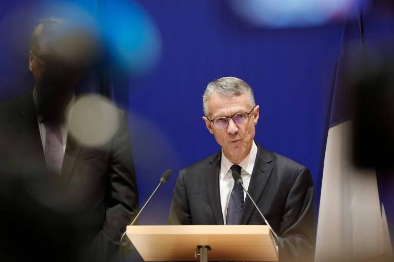 O procurador anti-terrorismo da França, Jean-Francois Ricard, durante entrevista coletiva em Paris