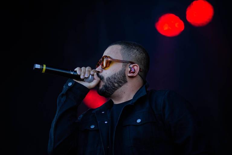 O cantor Projota durante sua apresentação no palco Sunset