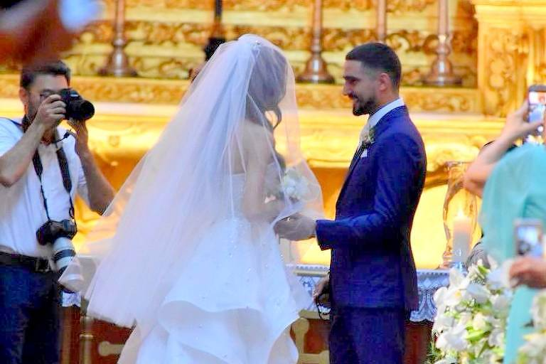 Thaila Ayala e Renato Góes se casam