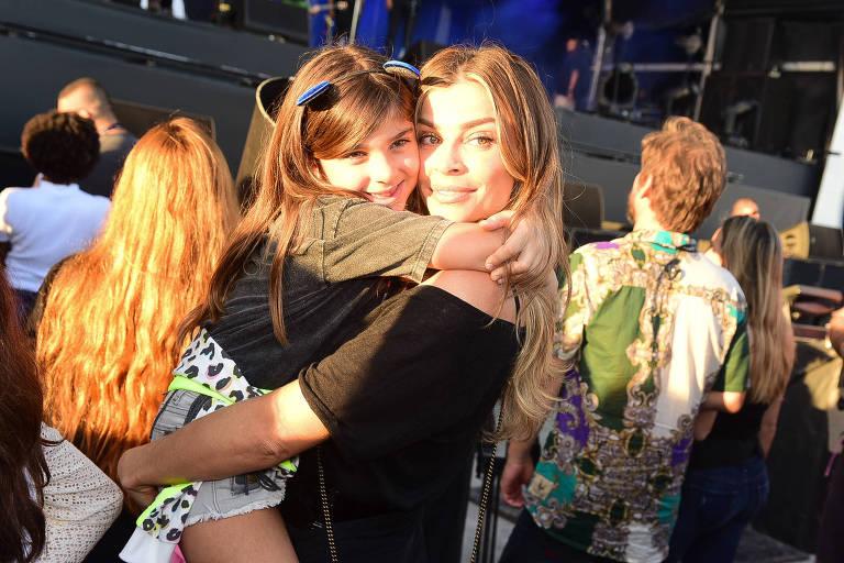Grazi Massafera com a filha no show do Projota no Rock in Rio