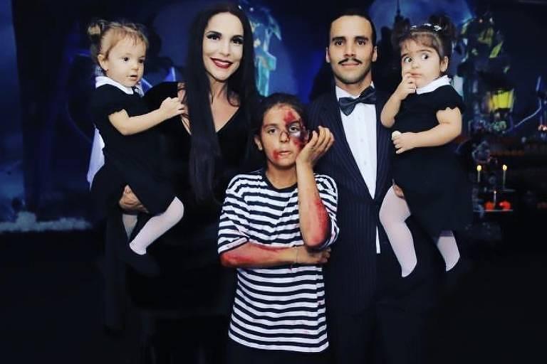 Família Sangalo como Família Adams