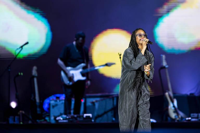 A cantora H.E.R. durante apresentação no palco Mundo, no Rock in Rio