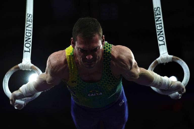 Arthur Zanetti durante o Mundial masculino de ginástica, em Stuttgart, na Alemanha, neste domingo (6)