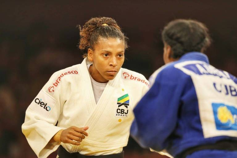 Rafaela Silva enfrenta a cubana Odelin Garcia durante o Grand Slam de Judô de Brasília