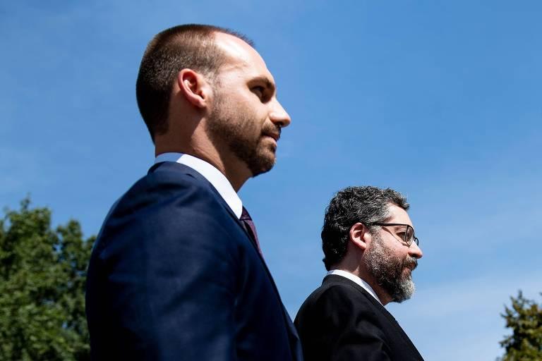 O deputado Eduardo Bolsonaro e o chanceler Ernesto Araújo durante a visita anterior à Casa Branca, em agosto