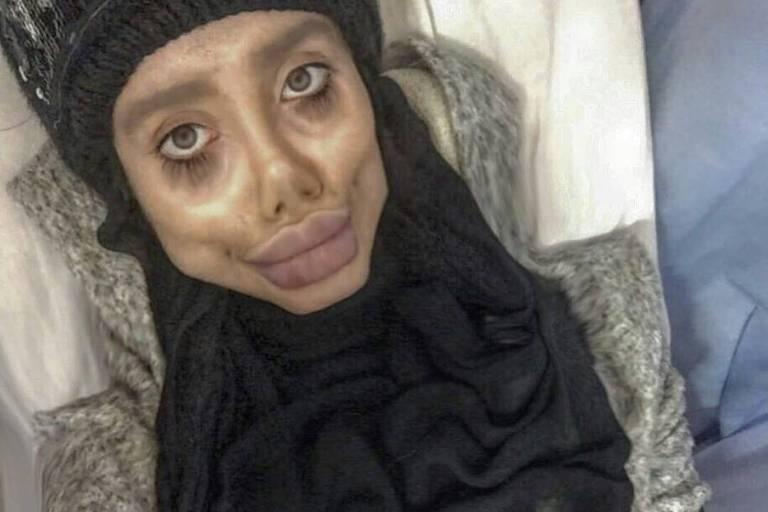 Sahar Tabar, iraniana que se tornou conhecida internacionalmente por ser uma 'versão zumbi' da atriz Angelina Jolie