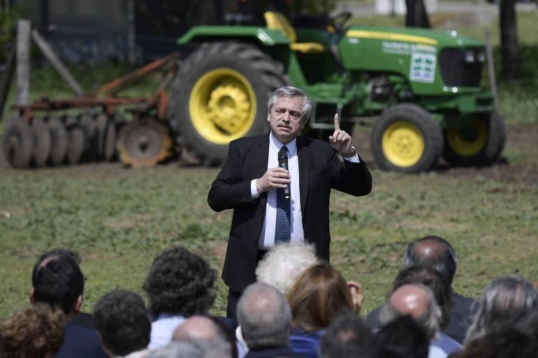 Alberto Fernández, candidato à presidência da Argentina, discursa na Faculdade de Agronomia e Veterinária da Universidade de Buenos Aires