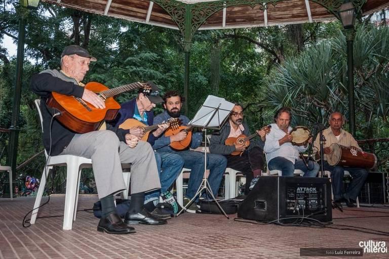 A cidade de Niterói (Rio de Janeiro) também tem uma programação de serestas