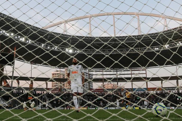 Partida entre Botafogo e Atlético-MG, no estádio Nilton Santos, o Engenhão, no Rio de Janeiro