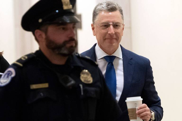 O ex-enviado dos EUA à Ucrânia Kurt Volker chega para depor no comitê de Inteligência da Câmara dos EUA