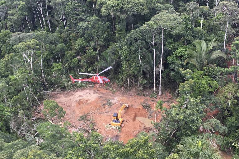 Helicóptero do Ibama localiza garimpo em terra indígena entre Rondônia e Mato Grosso, em 2016