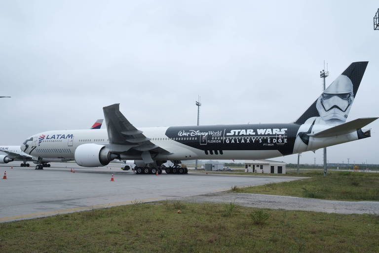 Veja fotos do Boeing 777 da Latam com pintura Star Wars
