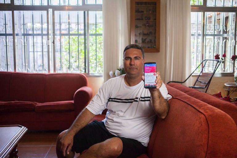 O comerciante Eduardo Guereschi de Souza, 43 anos, afirma que o banco informou que identificou a conta em que caiu o valor, mas não resolve caso