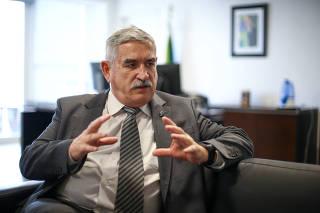 O secretário especial de esporte, general Décio dos Santos Brasil, durante entrevista à Folha