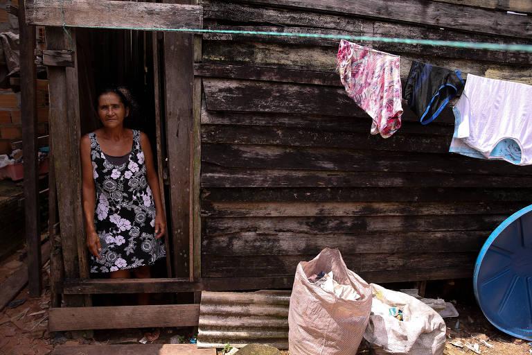 Antonete de Castro Monteiro. Conjunto habitacional Cidade Nova 5, em Ananindeua, que sofre com constantes alagamentos causados pela chuva. Quando chove forte os canais por onde corre esgoto a céu aberto transbordam e a água poluída invade a casa dos moradores