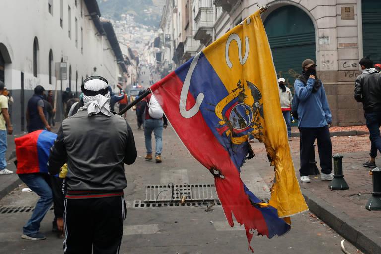 Indígenas lideram greve geral em 7º dia de protestos no Equador