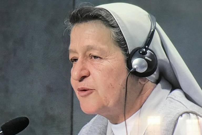A freira colombiana Alba Teresa Cediel Castilho fala durante o Sínodo da Amazônia, no Vaticano