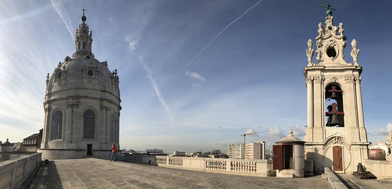 Espaço com cúpula de igreja