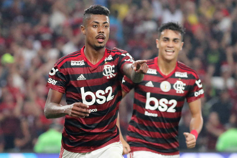 Bruno Henrique comemora gol do Flamengo sobre o Internacional, no Maracanã
