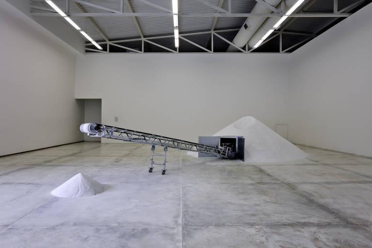Obra de Laura Vinci exibida em exposição temporária do Instituto Inhotim
