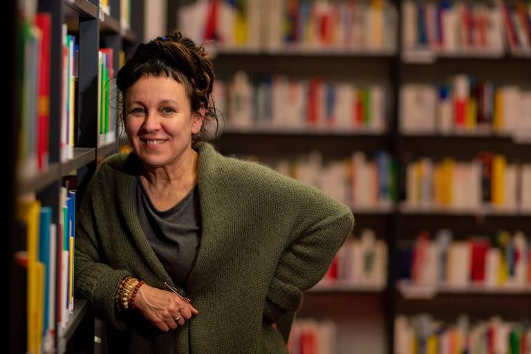 Olga Tokarczuk, em Bielefeld, na Alemanha, após receber o Nobel de Literatura