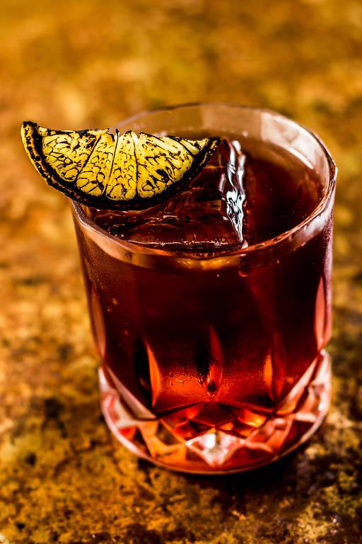 Negroni com limão-siciliano, do Fortunato Bar