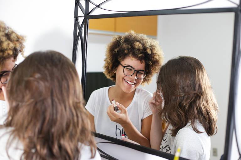 Política e ativismo transformam garotas brasileiras em líderes locais
