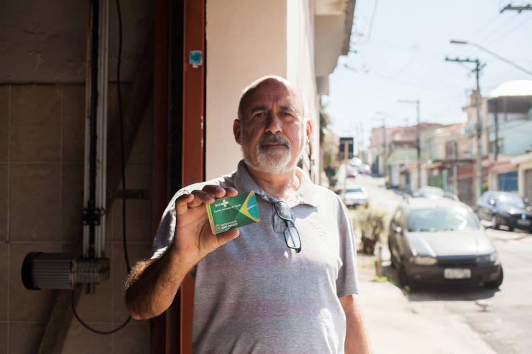 O aposentado Edson Cruz Garcia, 63 anos, da Vila Gustavo (zona norte), quer mostrar seu exame para especialista, receber diagnóstico e iniciar tratamento o quanto antes caso seja necessário