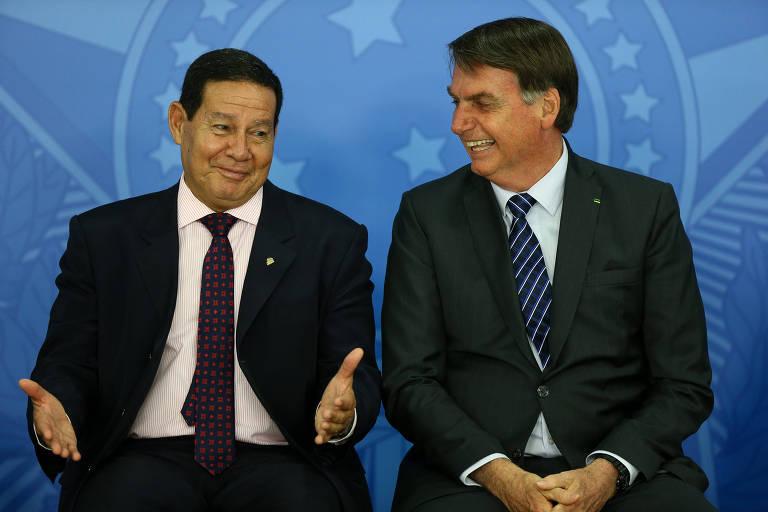 O vice-presidente Hamilton Mourão e o presidente Bolsonaro durante evento no Palácio do Planalto