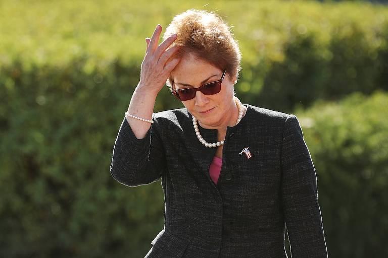 A ex-embaixadora dos EUA na Ucrânia Marie Yovanovitch chega ao Capitólio, em Washington, para prestar depoimento