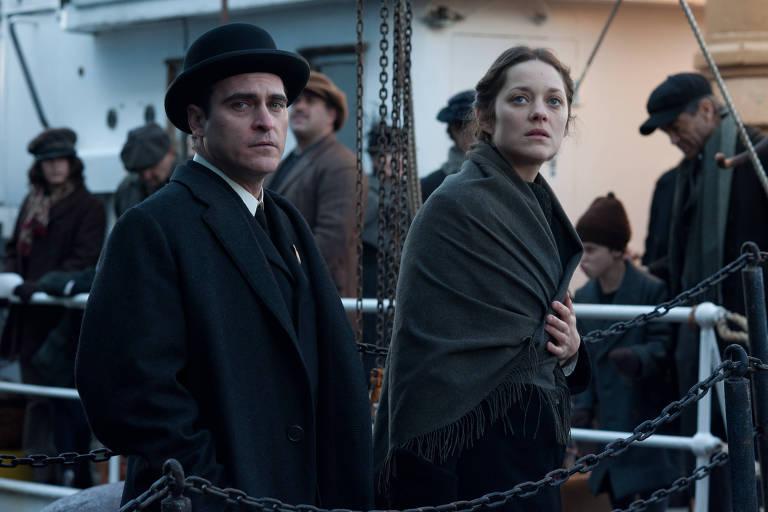 """Os atores Joaquin Phoenix e Marion Cotillard em cena do filme """"Era Uma Vez em Nova York"""", de James Gray"""