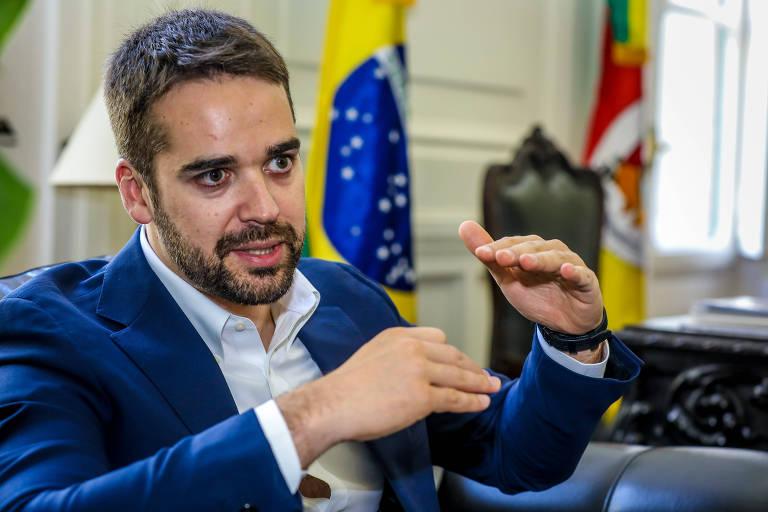 O Governador do Rio Grande do Sul, Eduardo Leite (PSDB), durante entrevista em seu gabinete no Palácio Piratini, em Porto Alegre