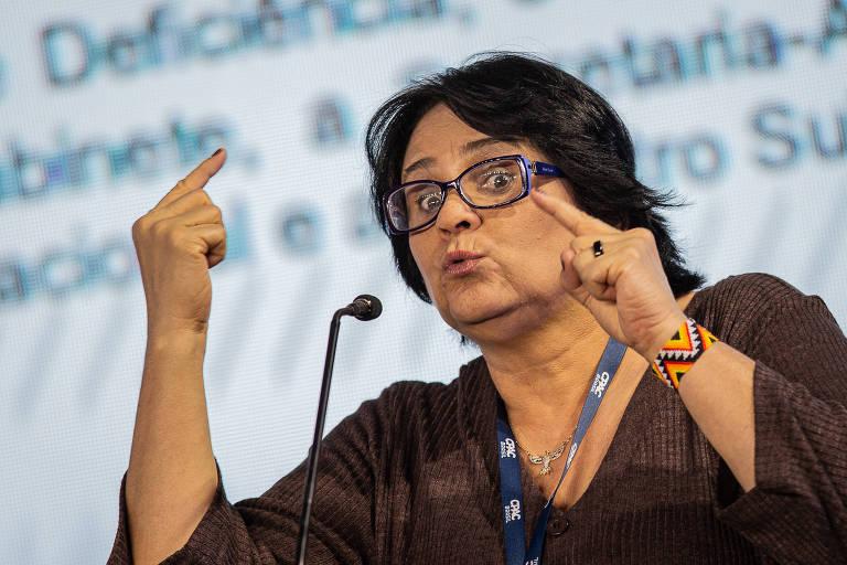 A ministra Damares Alves fala durante a Cpac, conferência conservadora em São Paulo, neste sábado (12)