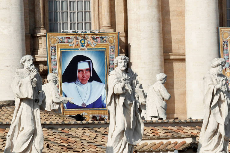 Em quadro no Vaticano, imagem é vista ao fundo