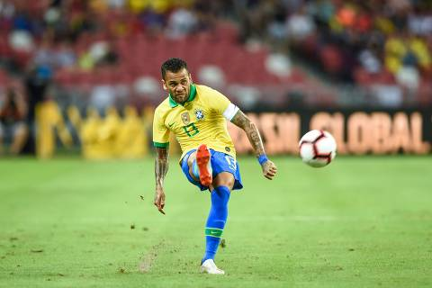 """CORRECTION - Brazil's defender Daniel Alves kicks the ball during an international friendly football match between Brazil and Nigeria at the National Stadium in Singapore on October 13, 2019. (Photo by Roslan RAHMAN / AFP) / """"The erroneous mention[s] appearing in the metadata of this photo by Roslan RAHMAN has been modified in AFP systems in the following manner: [October 13] instead of [October 12]. Please immediately remove the erroneous mention[s] from all your online services and delete it (them) from your servers. If you have been authorized by AFP to distribute it (them) to third parties, please ensure that the same actions are carried out by them. Failure to promptly comply with these instructions will entail liability on your part for any continued or post notification usage. Therefore we thank you very much for all your attention and prompt action. We are sorry for the inconvenience this notification may cause and remain at your disposal for any further information you may require."""""""