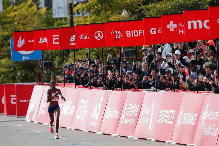 Quenianos dominaram a Maratona de Chicago; veja fotos