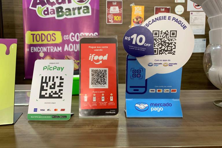 QR code para pagamentos; Pix aumenta concorrência e pode diminuir o uso do débito entre consumidores