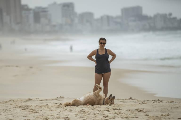 Lei permite o acesso de cães à praia no Rio de Janeiro