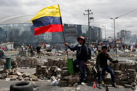 Presidente do Equador cede e derruba alta dos combustíveis