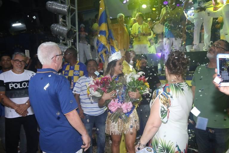 Lexa é coroada rainha da bateria da Unidos da Tijuca